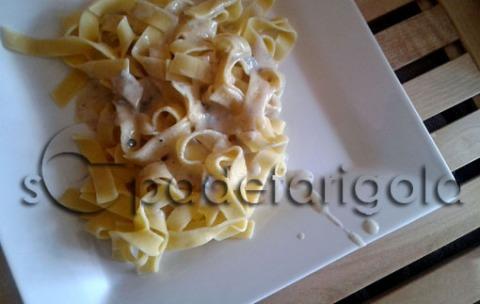 Pasta gorgonzola i anous-sf